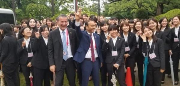 JAPON DİPLOMATLARDAN BOZKURT İŞARETİ