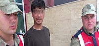 Babasını öldüren genç kameralara gülümsedi